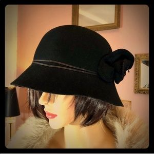 BANANA REPUBLIC 100% Wool Cloche Hat